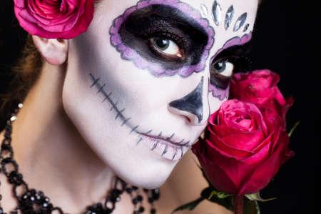 attraktive Frau mit Zuckerschädel-Make-up Lizenzfreie Bilder