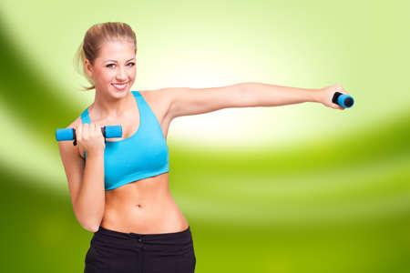 abdomen plano: mujer rubia haciendo un entrenamiento aeróbico