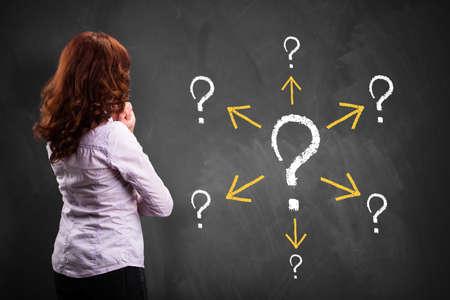 dudando: negocios pensando en un problema y los problemas de seguimiento