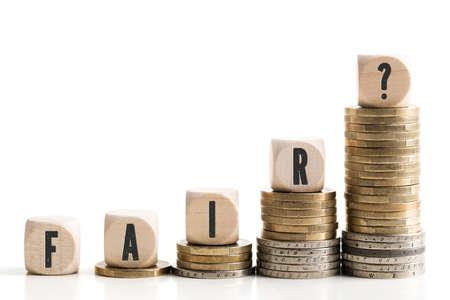 """Les différences de revenus entre riches et pauvres et la question """"Fair?"""" Banque d'images"""