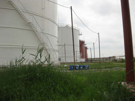 cement chimney: Tank the vertical steel. Capacities for storage of oil, gasoline, kerosene, the diesel and other liquids.
