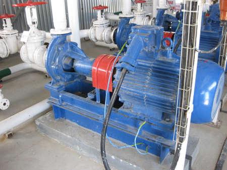 Lraffinerie. Ausrüstungen zur Ölraffination. Standard-Bild - 45360211
