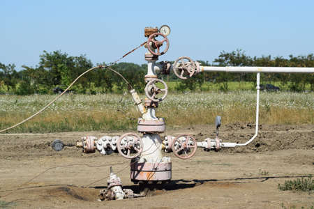 Oil well. The equipment and technologies on oil fields. 免版税图像