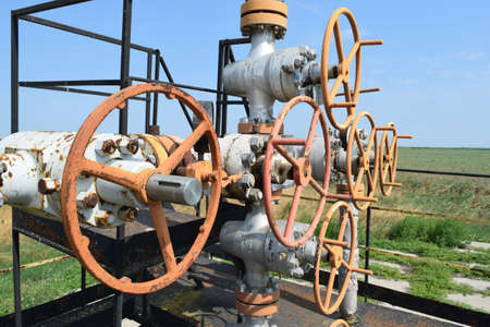 oil well: Pozo de petr�leo. Los equipos y tecnolog�as en los campos de petr�leo. Foto de archivo