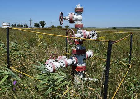 puits de petrole: Puits de p�trole. L'�quipement et les technologies sur les champs de p�trole.