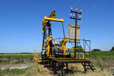 throttle: The pumping unit as the oil pump installed on a well. Equipment of oil fields.