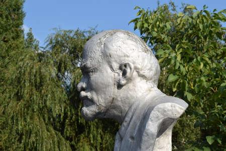 ulyanov: Old monument to Lenin. A concrete bust of Lenin near recreation center in the rural settlement.
