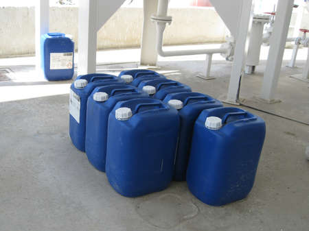 amoniaco: Botes con amoníaco. Equipo de tratamiento de petróleo primaria.