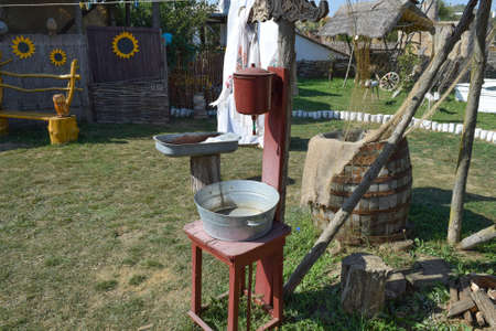 inconvenient: Washbasin with a basin in the yard. The old way of life in the village.