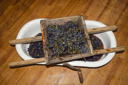 crushing: Manual mechanism for crushing grapes. Crush the grapes into juice and wine.