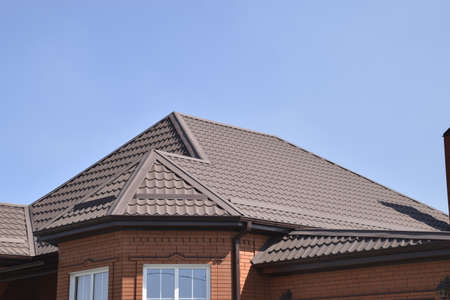 Detached house with a roof made of steel sheets. Roof metal sheets. Modern types of roofing materials. Standard-Bild