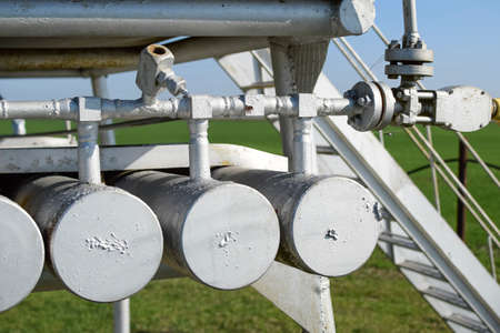 throttle: Dosage unit and container with methanol. Additional equipment for oil and gas wells.