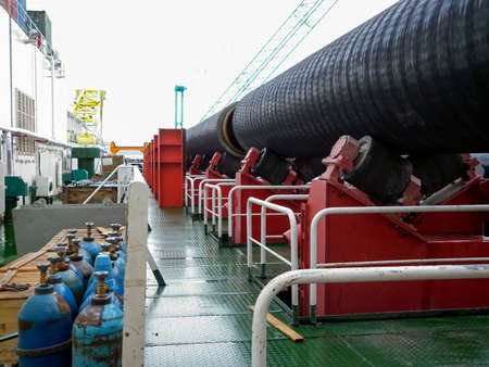 Moving the pipeline on rollers from the deck to the assembly workshop. Works on the installation of an underwater gas pipeline