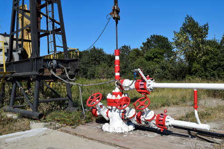 Oil well. The equipment and technologies on oil fields. Standard-Bild