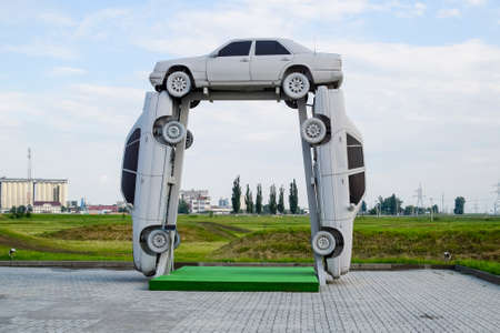 Homemade sculpture of three cars. Monument to the cyrillic letter P. Public Monument Archivio Fotografico