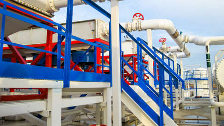 Pipes over Gasoline air coolers. Oil refinery. Equipment for primary oil refining. 版權商用圖片