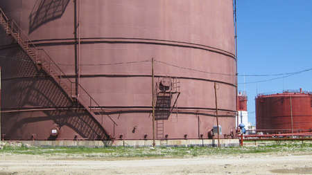 Storage tanks for petroleum products. Equipment refinery. Stockfoto