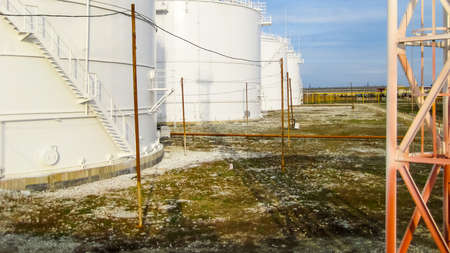 Storage tanks for petroleum products. Equipment refinery. Standard-Bild