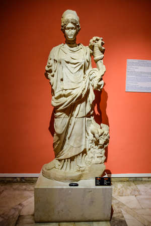 Antalya, Turkey - May 20, 2019: The statue of Hygieia. Marble statues of gods and emperors of antiquity in the Museum of Antiquities of Antalya, Turkey. Banque d'images - 129334045
