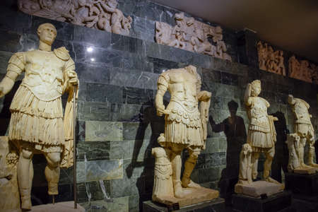 Antalya, Turkey - May 20, 2019: Marble statues of gods and emperors of antiquity in the Museum of Antiquities of Antalya, Turkey. Banque d'images - 129280702
