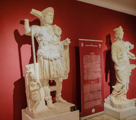 Antalya, Turkey - May 20, 2019: Marble statues of gods and emperors of antiquity in the Museum of Antiquities of Antalya, Turkey. Banque d'images - 129280710