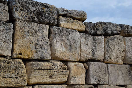 The walls of the ancient ruins of limestone blocks. Ruins of the city of Hierapolis, Turkey. Reklamní fotografie