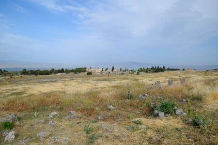 Antique ruins and limestone blocks in Hierapolis, Turkey. Ancient antique city. Banque d'images