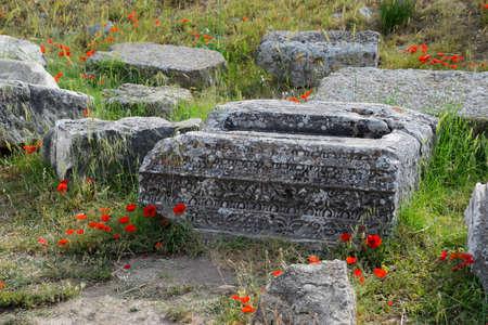 Fragments of ancient buildings, the ruins of the ancient city of Hierapolis. Stone blocks with traces of stone machining. Reklamní fotografie