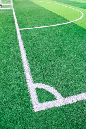 pasto sintetico: Photo of a green synthetic grass sports field with white line shot from above Foto de archivo