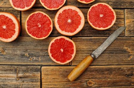 grapefruit juice: Glass of fresh organic pink grapefruit juice ready to drink