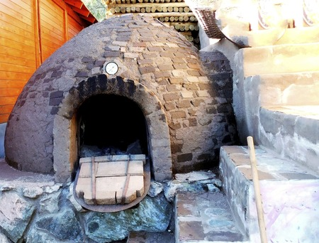 Clay oven,with wood fuel,where the cooked breads remain with a very special flavor. Foto de archivo