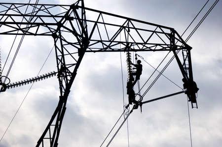 Reparieren einer Stromleitung Standard-Bild - 11863802