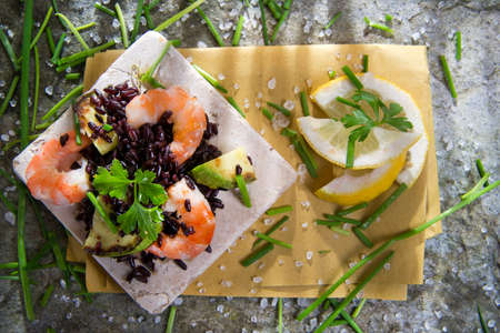 black rice: Presentation and preparation of black rice with zucchini and shrimps