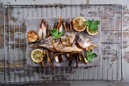 sea bream: Presentation and preparation of a second dish of sea bream and onions