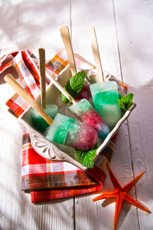 flavors: Presentation icicles formed of different colors and different flavors