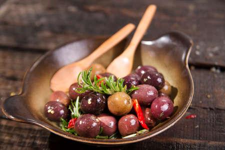 comida italiana: Comida italiana, snack de aceitunas en salmuera presenta en plano