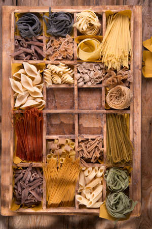 Presentation in wooden varieties of pasta made in Italy