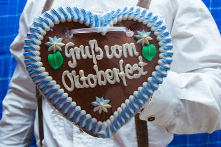 wiesn: costume with gingerbread heart
