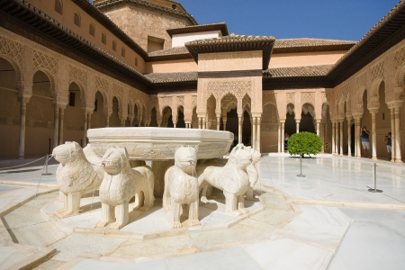 alhambra: The Court of the Lions, a unique example of Muslim art