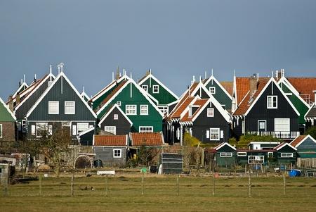 Al meer dan een eeuw, het voormalige vissersdorp, een belangrijke toeristische attractie. De opvallende kostuums bijgedragen. Kenmerkend zijn de houten huizen op palen. Zelfs oudere heten werven, kunstmatige verhogingen die werd geleefd. De hoofdstraat i