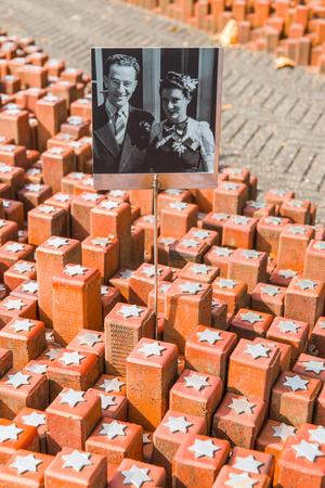 sachsenhausen: Il campo di transito di Westerbork olandese Kamp Westerbork, tedesco Durchgangslager Westerbork era una guerra mondiale dei rifugiati nazisti, detenzione e campo di transito in Hooghalen, dieci chilometri a nord di Westerbork, nel nord-est Paesi Bassi La sua funzione durante il