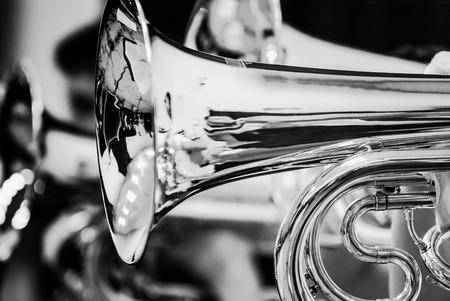 행진, 쇼 밴드 음악 밴드에서 악기를 닫고 연주 음악가의 세부 사항 스톡 콘텐츠