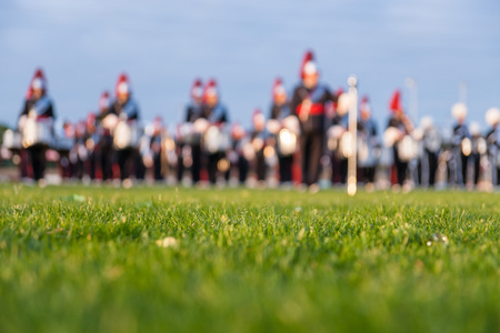 Details from a music, show and marching band. Defocused background with grass and evening sun to use as wallpaper Stockfoto