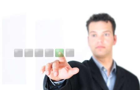 Mann drückt Button - touch screen