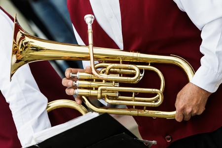 손에 악기, 튜바 스톡 콘텐츠 - 87637912