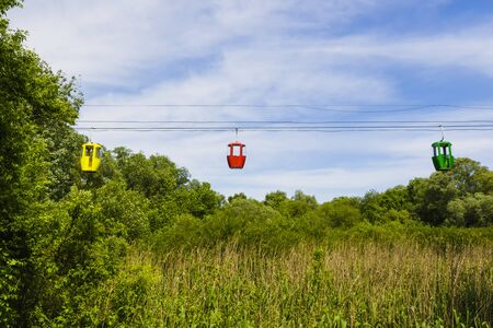 Colored cabins of cableway with summer landscape Stockfoto
