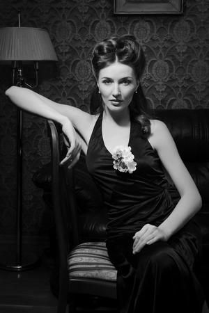 Belle jeune actrice dans classique 20s inter