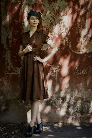 Pretty young girl dressed in pinup style 免版税图像