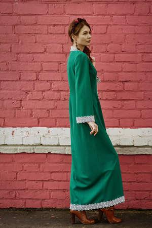 Pretty girl in traditional Russian sostume 版權商用圖片