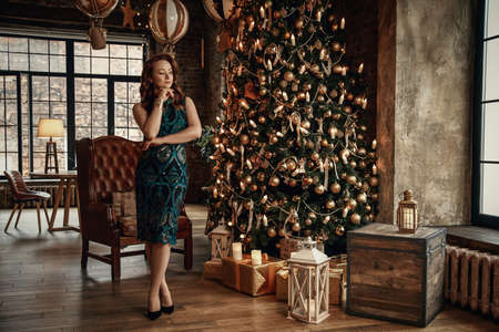 Red-haired girl in the background of the Christmas tree in retro style 版權商用圖片